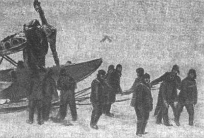 Буксировка амфибии Ш-2 на ледовый аэродром