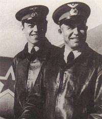 Герой Советского Союза Е.Г. Пепеляев (справа)