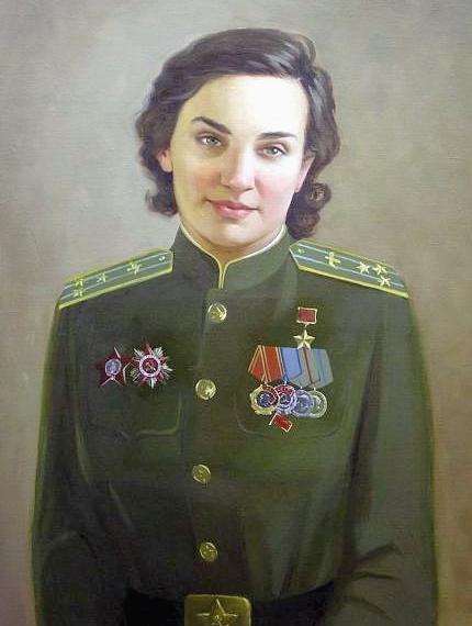 Гризодубова Валентина Степановна, женщина-лётчик бобардировщика Герой Советского Союза